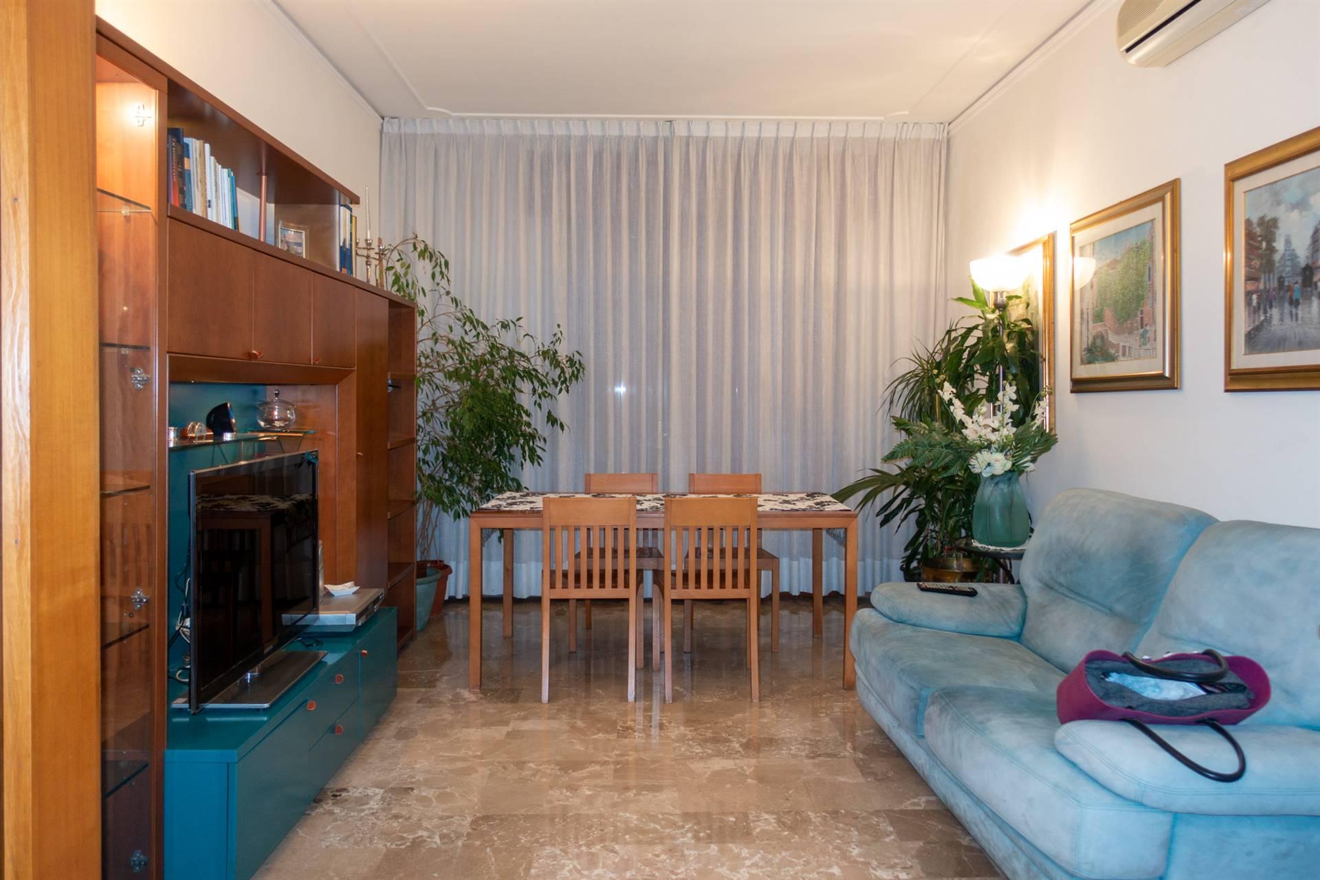 Mestre Miranese in zona comoda a mezzi e servizi proponiamo bellissimo appartamento all'ultimo piano in condominio ascensorato. L'immobile si