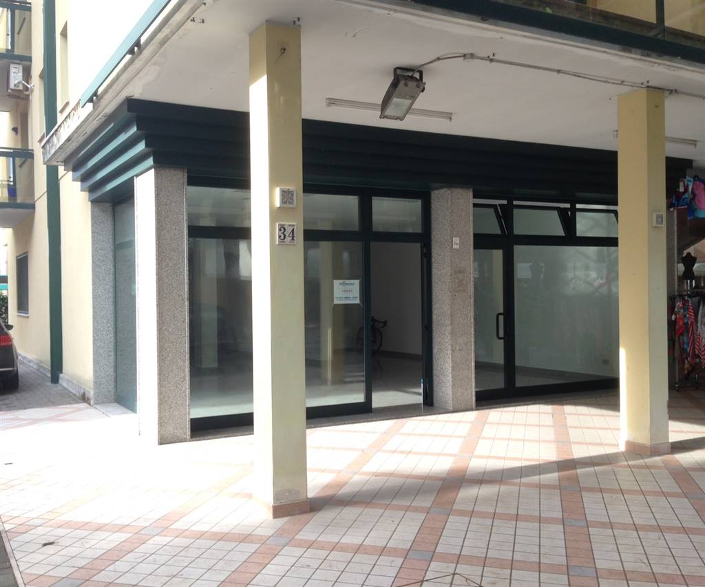 LIDO DI JESOLO, JESOLO, Shop for sale of 107 Sq. mt., Restored, Heating Non-existent, composed by: 1 Room, 1 Bathroom, Price: € 450,000