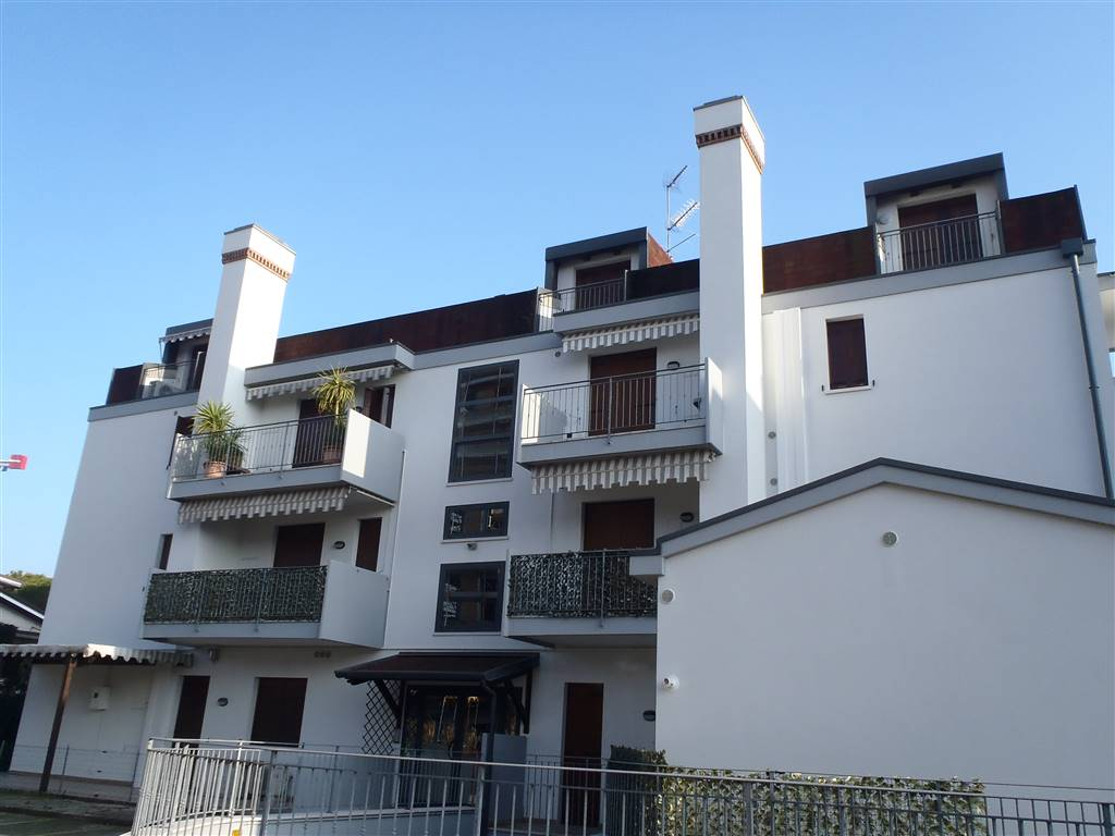 LIDO DI JESOLO, JESOLO, Apartment for sale of 90 Sq. mt., Good condition, Heating Individual heating system, Energetic class: E, placed at 2°,
