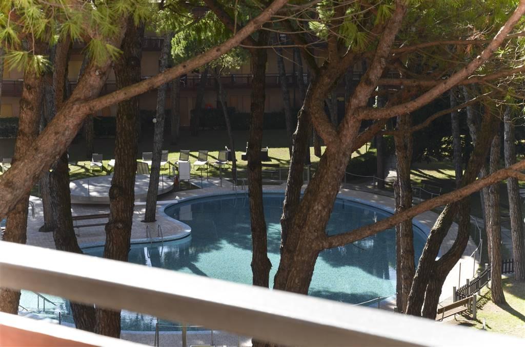 ZONA PINETA Appartamento sito nello storico grattacielo Residence Pineta immerso in un rigoglioso parco verde con una meravigliosa piscina e parco