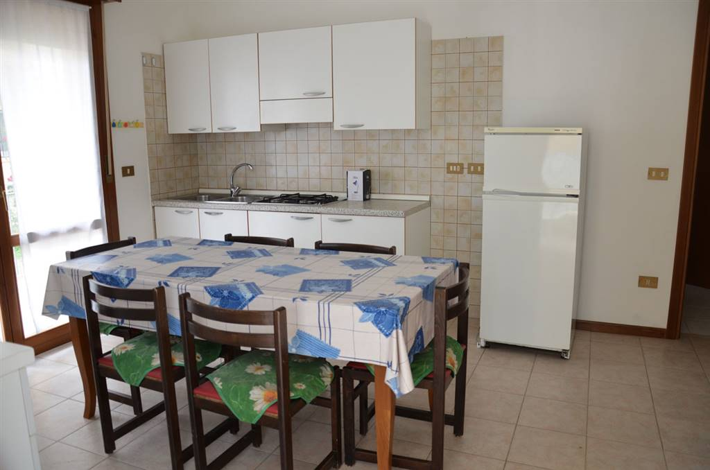LIDO DI JESOLO, JESOLO, Apartment for the vacation for rent of 60 Sq. mt., Good condition, Heating Non-existent, Energetic class: G, placed at Raised