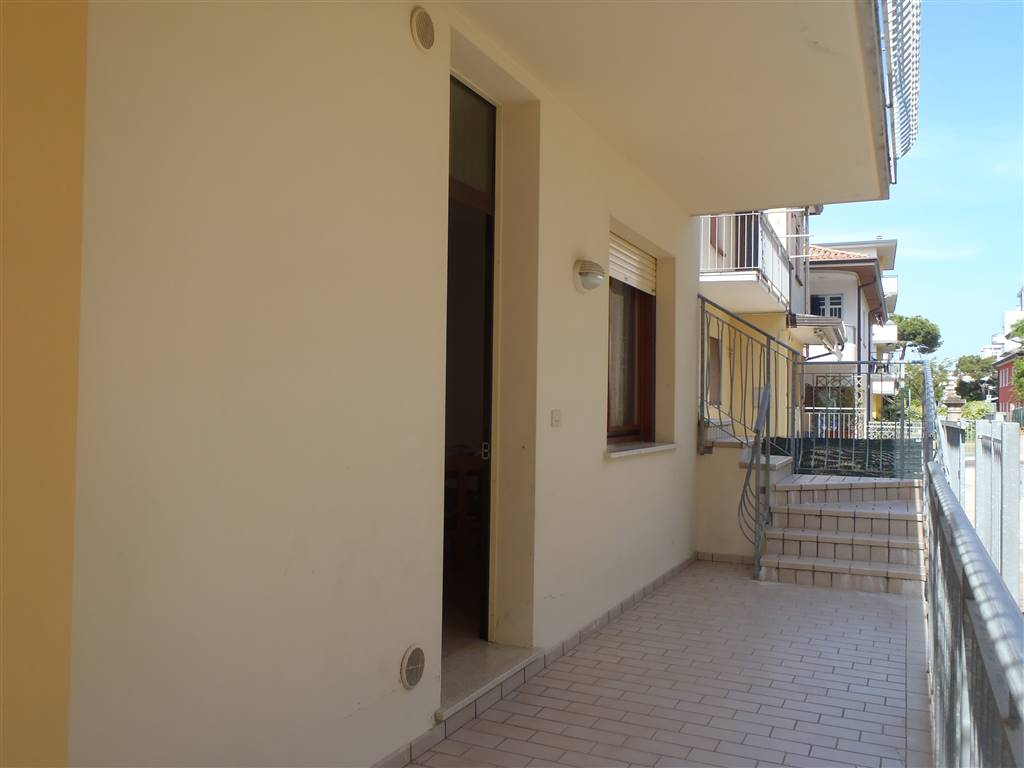 LIDO DI JESOLO, JESOLO, Apartment for the vacation for rent of 60 Sq. mt., Good condition, Heating Non-existent, Energetic class: G, placed at Raised,