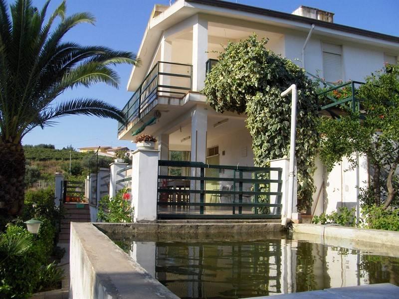 Villa, Partinico