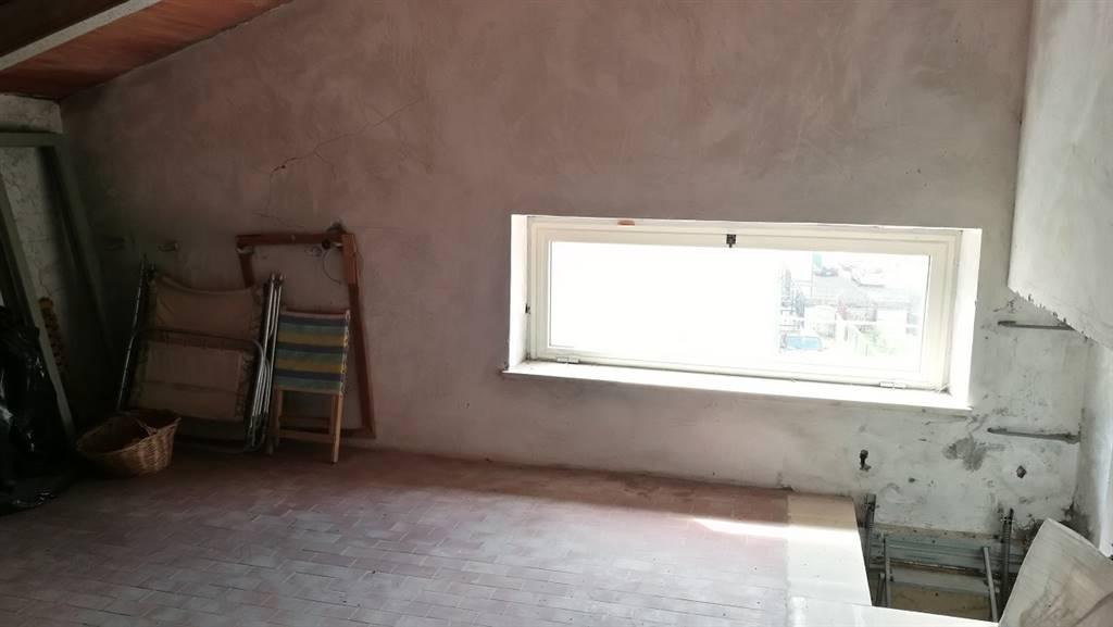 Soffitta con finestra