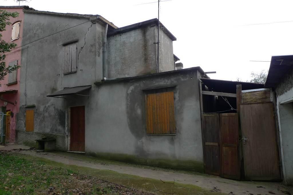 Casa semi indipendente, Tavullia, da ristrutturare