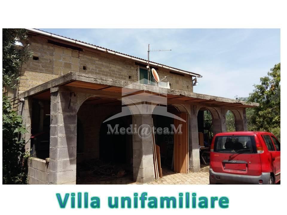 Villa, Poli, da ristrutturare