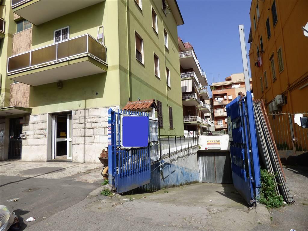 Locale commerciale in Viale Alessandrino 61, Casilina, Prenestina, Centocelle, Alessandrino, Roma