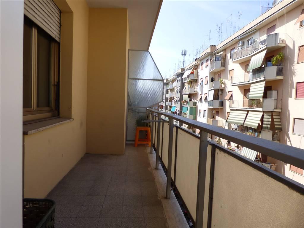 Appartamento in vendita a Roma, 3 locali, zona Zona: 12 . Cinecittà,Don Bosco, Lucrezia Romana, prezzo € 275.000 | CambioCasa.it