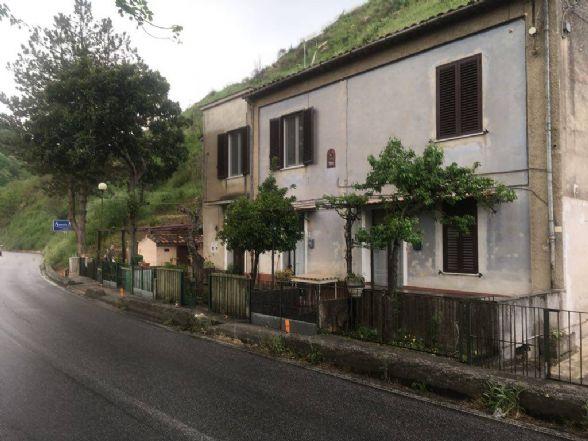 MENDICINO, Appartamento indipendente in vendita di 65 Mq, Da ristrutturare, Riscaldamento Inesistente, Classe energetica: G, Epi: 0 kwh/m2 anno,