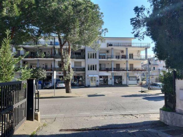 STAZIONE DI MONTALTO, MONTALTO UFFUGO, Negozio in affitto di 80 Mq, Buone condizioni, Riscaldamento Inesistente, Classe energetica: F, Epi: 0 kwh/m3