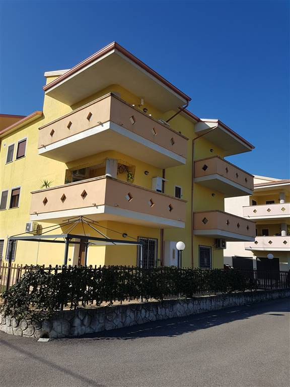 TAVERNA, MONTALTO UFFUGO, Apartment for sale of 78 Sq. mt., Almost new, Heating Individual heating system, Energetic class: B, placed at 2°, composed