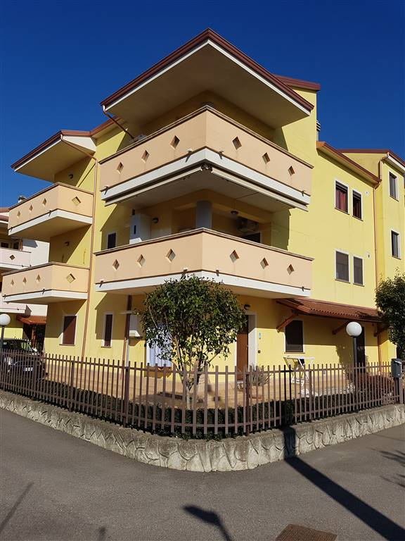 TAVERNA, MONTALTO UFFUGO, Apartment for sale of 98 Sq. mt., Almost new, Heating Individual heating system, Energetic class: C, placed at 2° on 2,