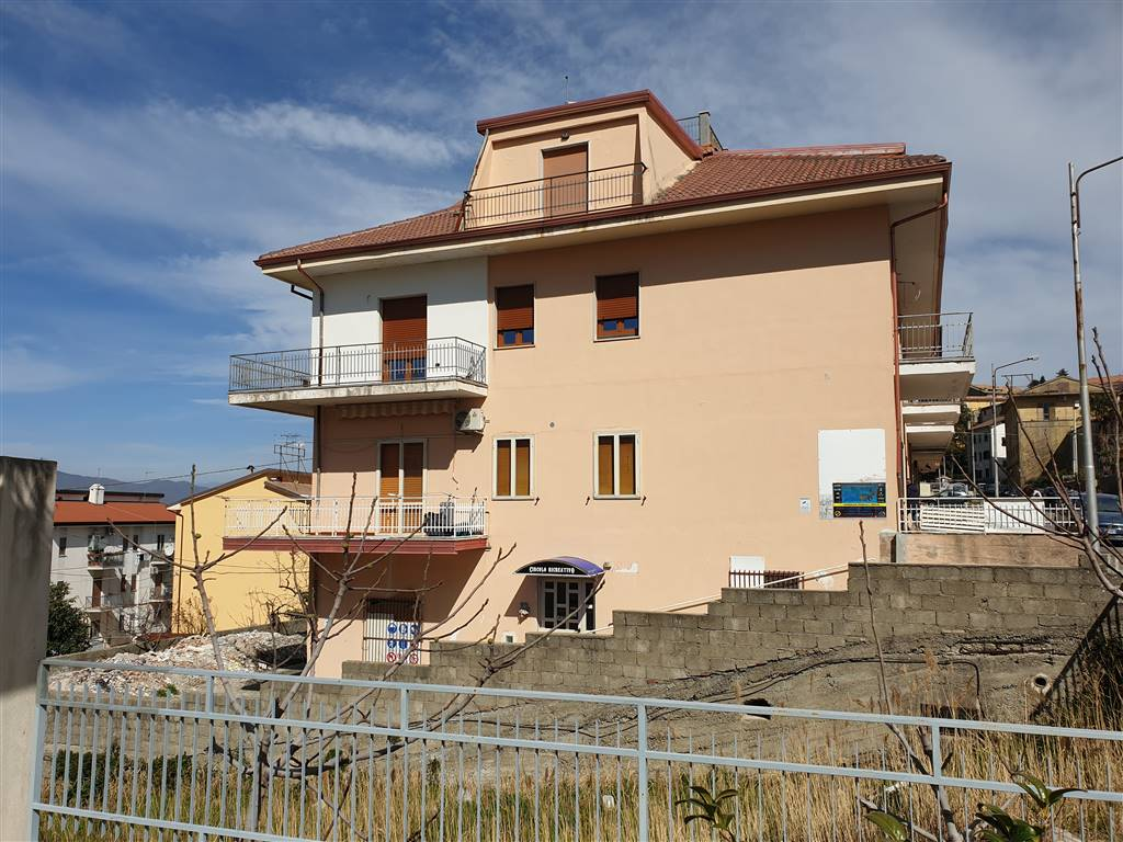 MONTALTO UFFUGO, Apartment for sale of 106 Sq. mt., Habitable, Heating Individual heating system, Energetic class: G, placed at Ground on 2, composed