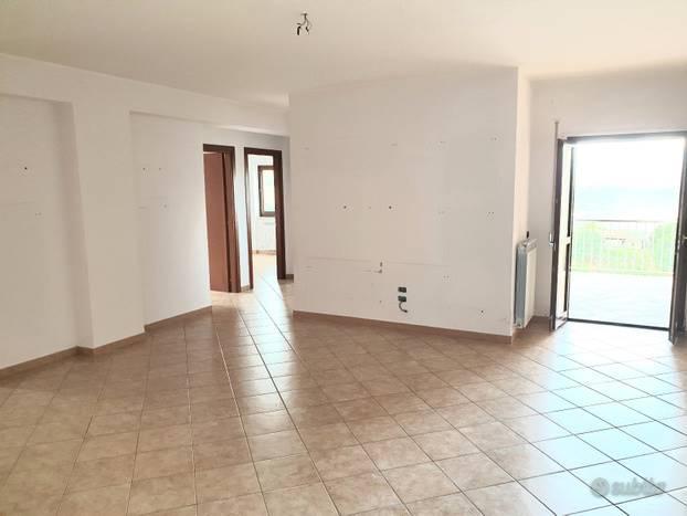 ROSE, Wohnung zur miete von 110 Qm, Bewohnbar, Heizung Unabhaengig, Energie-klasse: D, Epi: 0 kwh/m2 jahr, am boden 3° auf 5, zusammengestellt von: 4