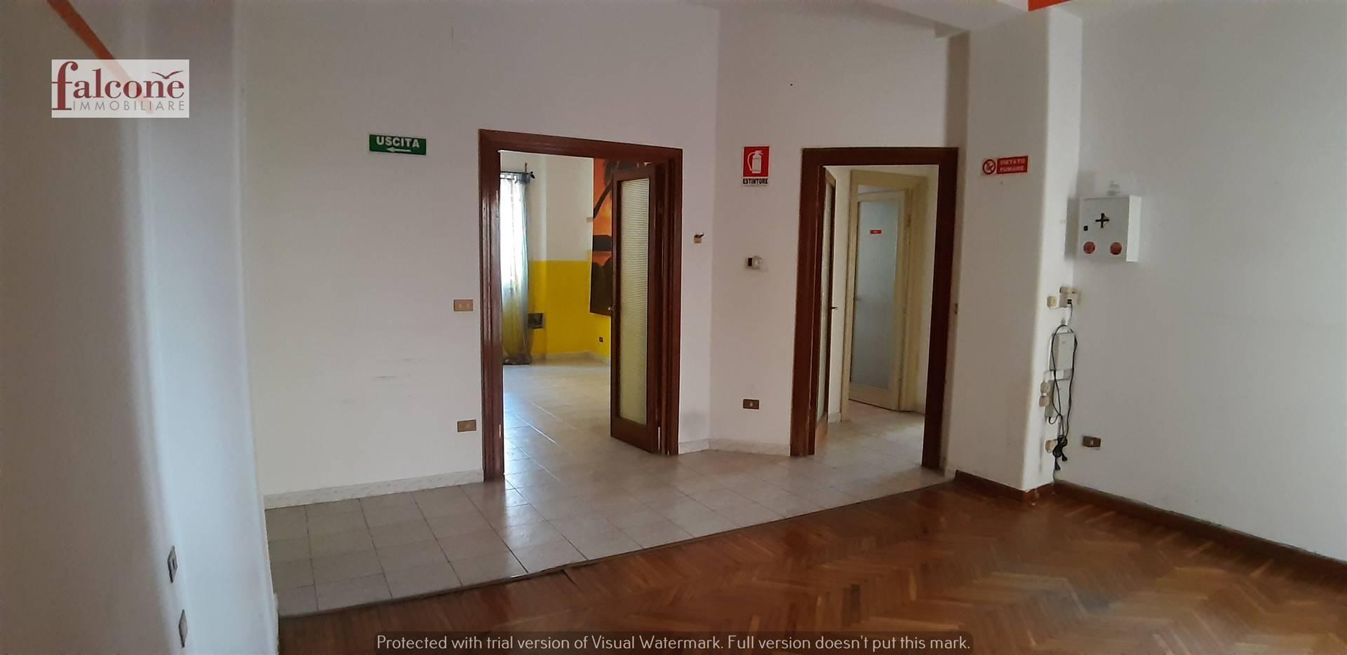 VIA ROMA, COSENZA, Wohnung zu verkaufen von 100 Qm, Renovierungsbeduerftig, Heizung Unabhaengig, Energie-klasse: G, Epi: 0 kwh/m2 jahr, am boden