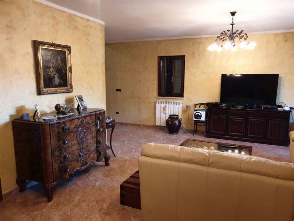 Villa in vendita a Montalto Uffugo, 6 locali, prezzo € 175.000   CambioCasa.it
