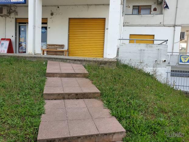 Immobile Commerciale in vendita a Montalto Uffugo, 2 locali, prezzo € 85.000 | CambioCasa.it