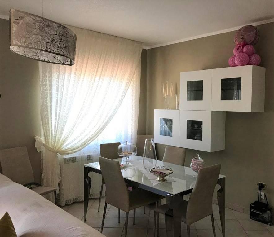 Montalto Uffuco Scalo ( Cs ) - In Complesso residenziale , vendesi appartamento posto al piano 1° così composto : Ingresso, Salone, Cucina abitabile,