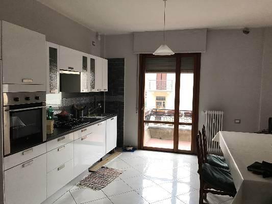 cucina abitabile luminosa appartamento 1 piano
