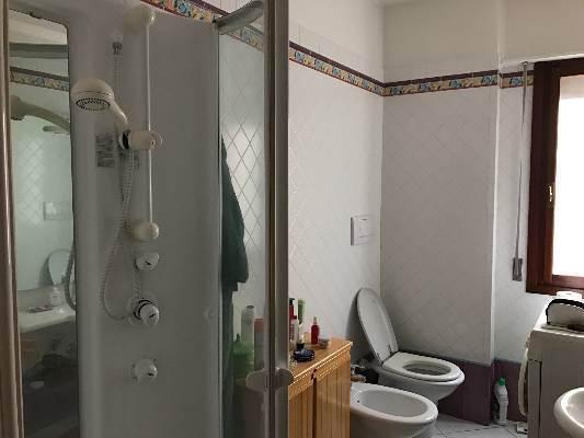 bagno con doccia appartamento Mestre con garage