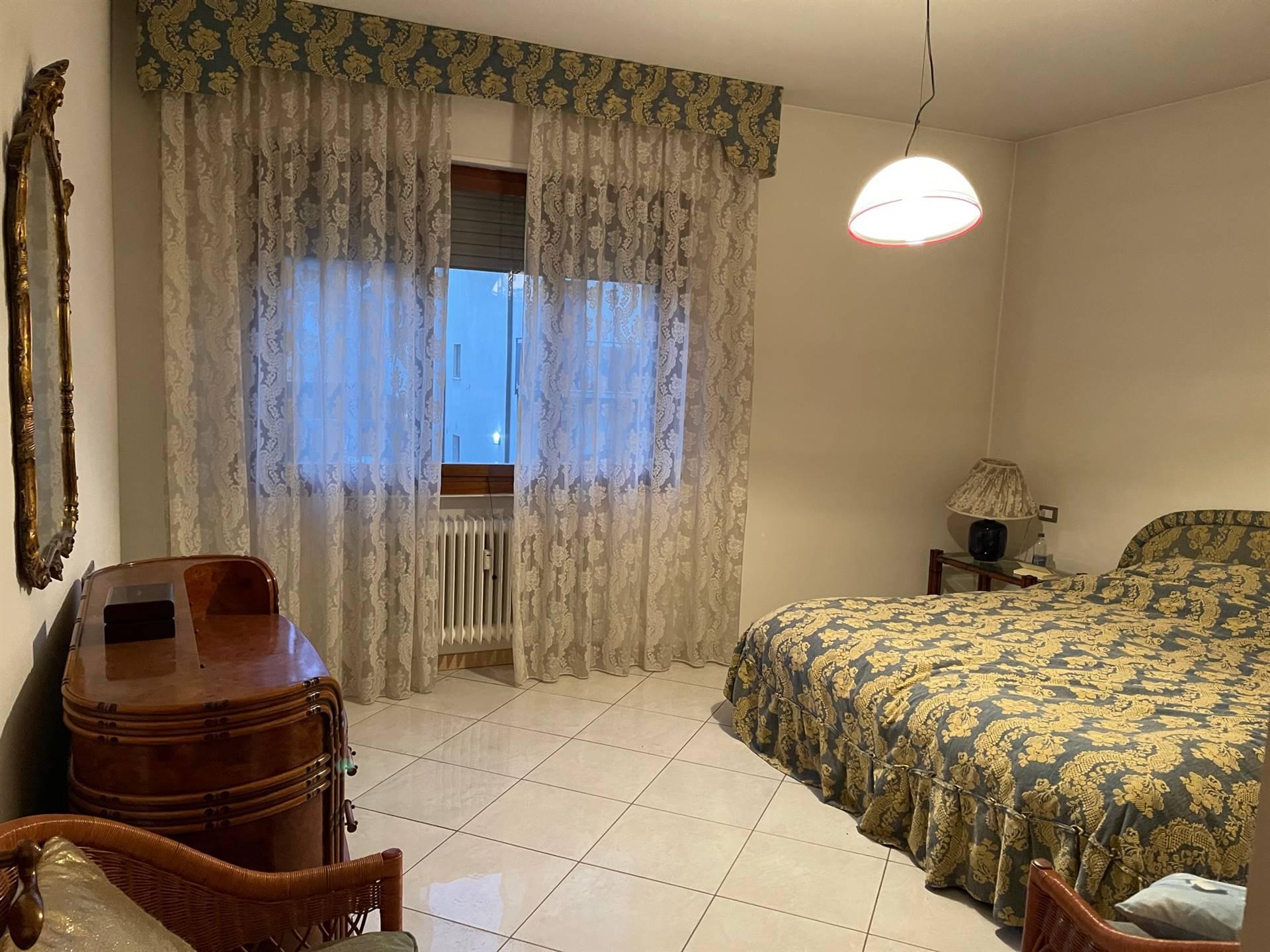 camera matrimoniale ampia vendita Mestre 225.000