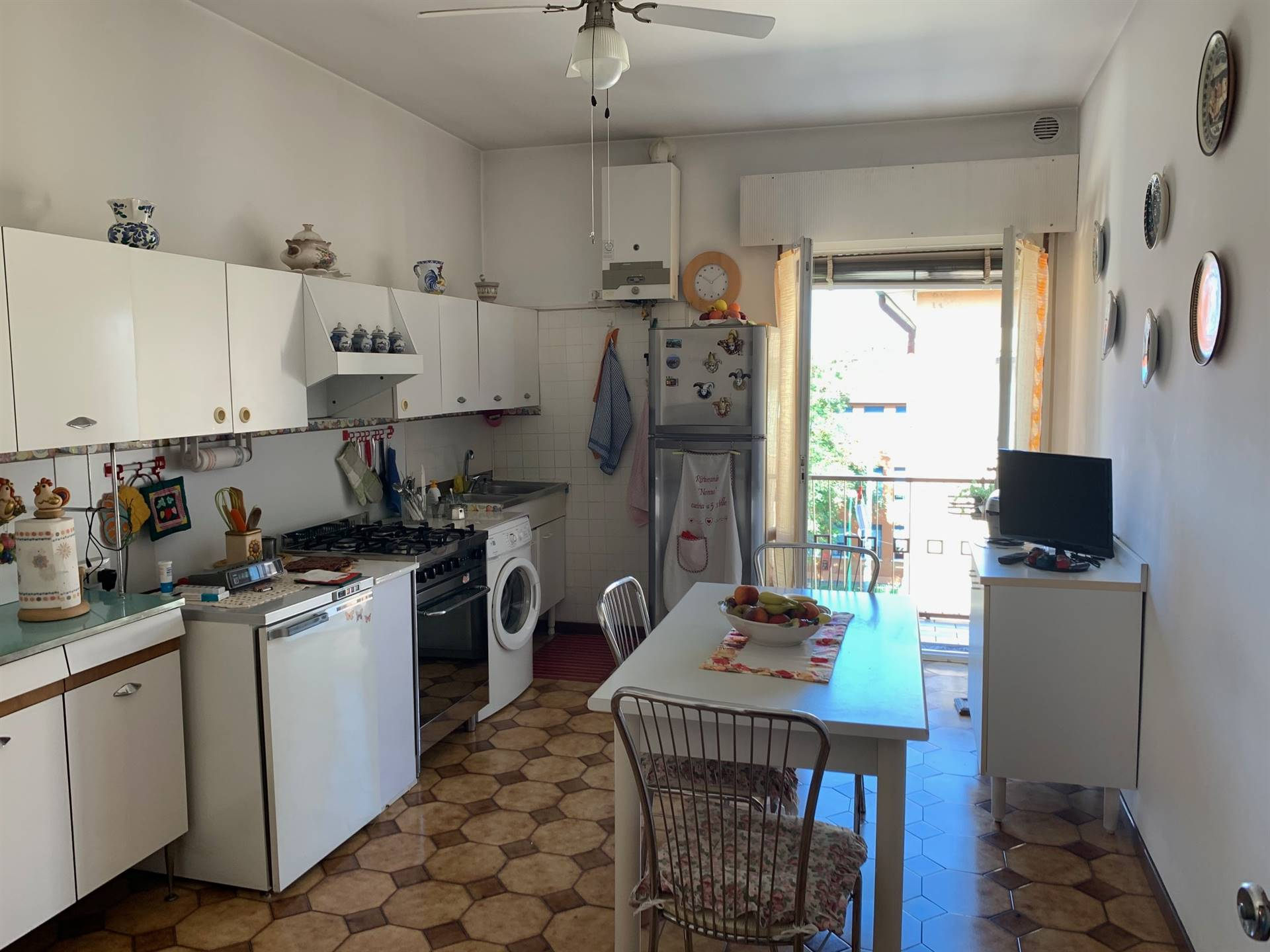 ampia cucina appartamento ultimo piano Mestre