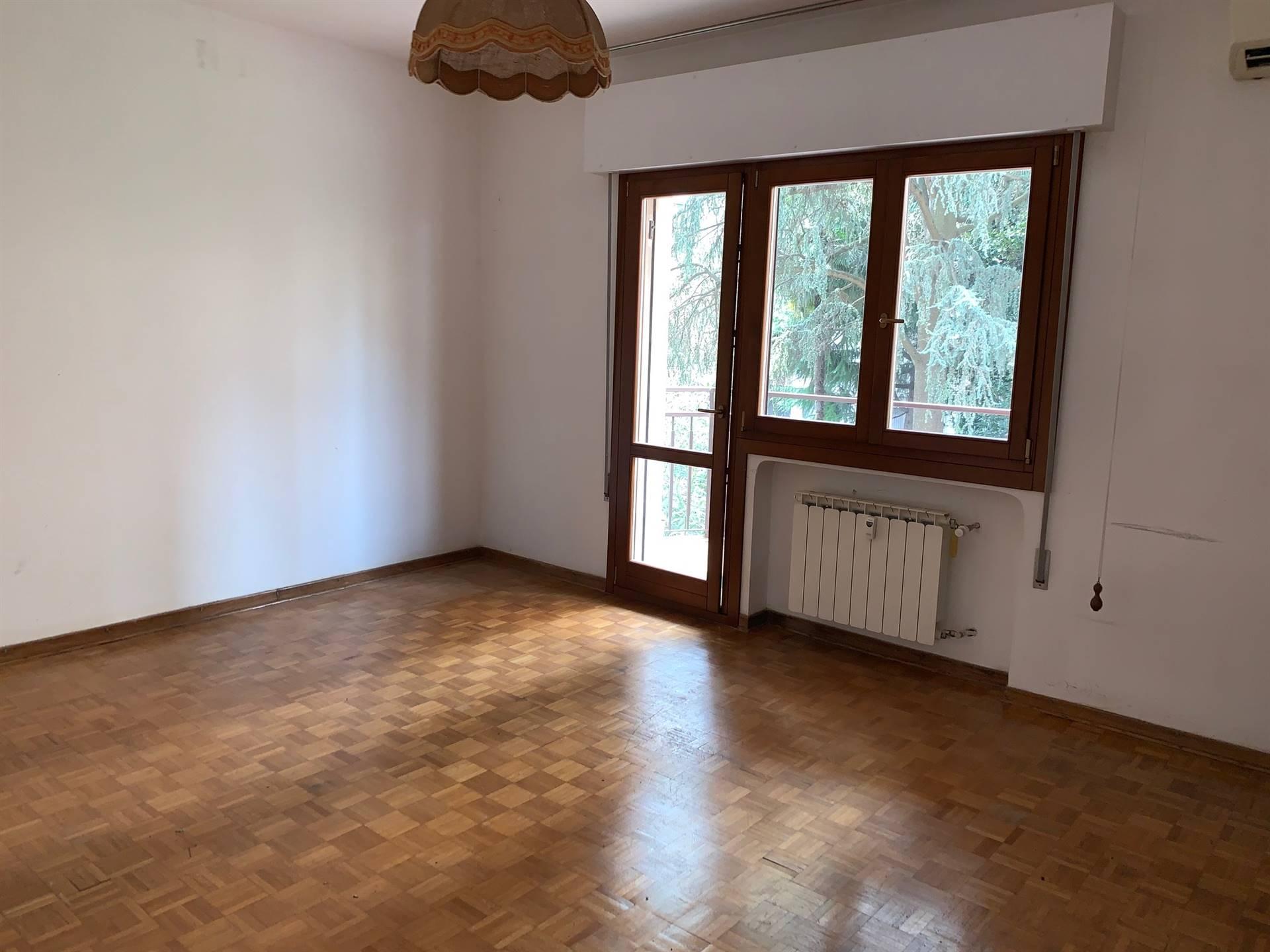 camera pavimento legno Mestre centro affitto
