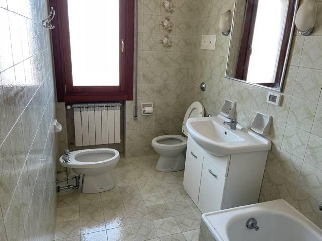 bagno finestrato con vasca affittasi Mestre