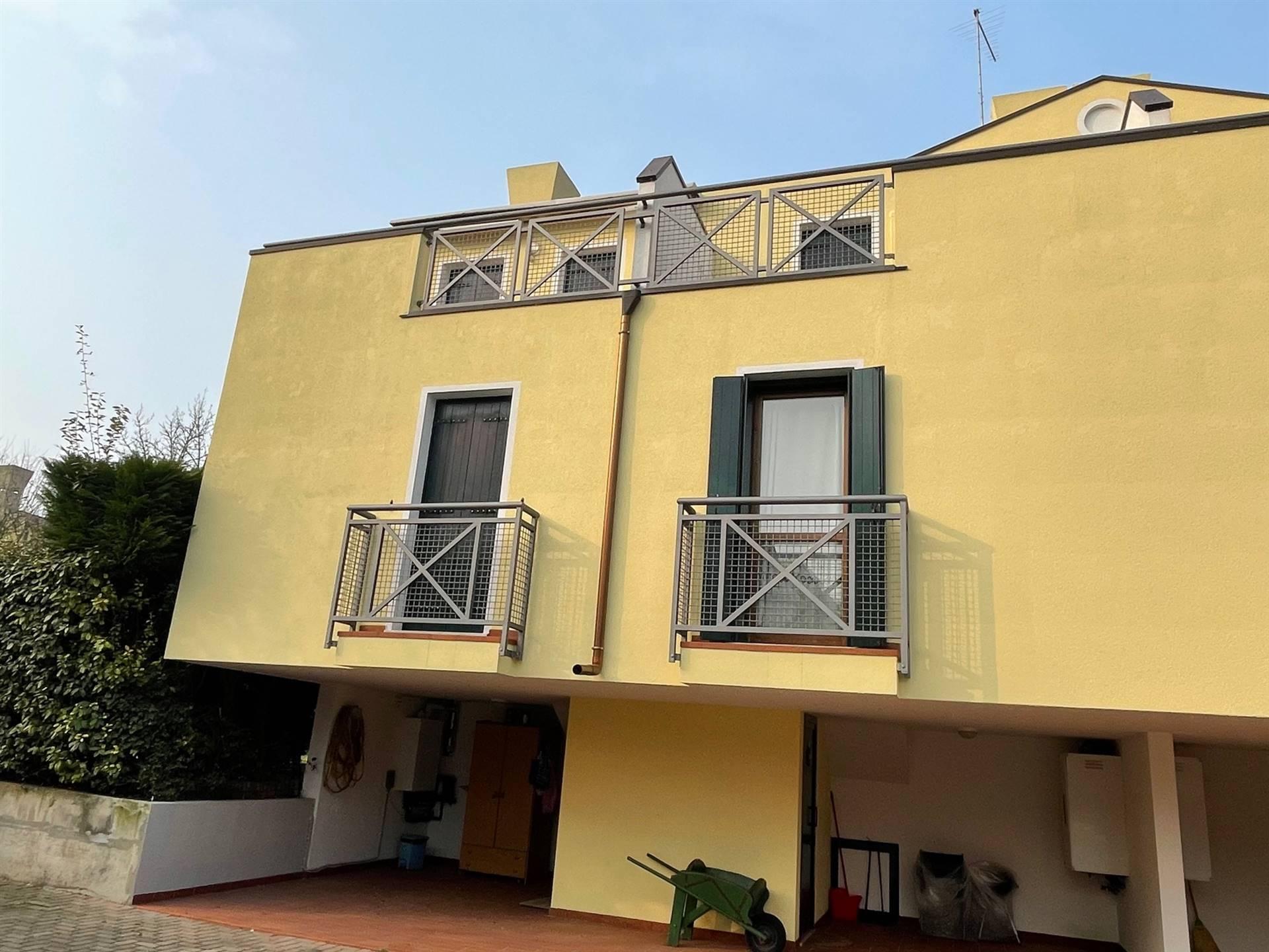 esterno villetta schiera Cà di Valle 248.000 euro