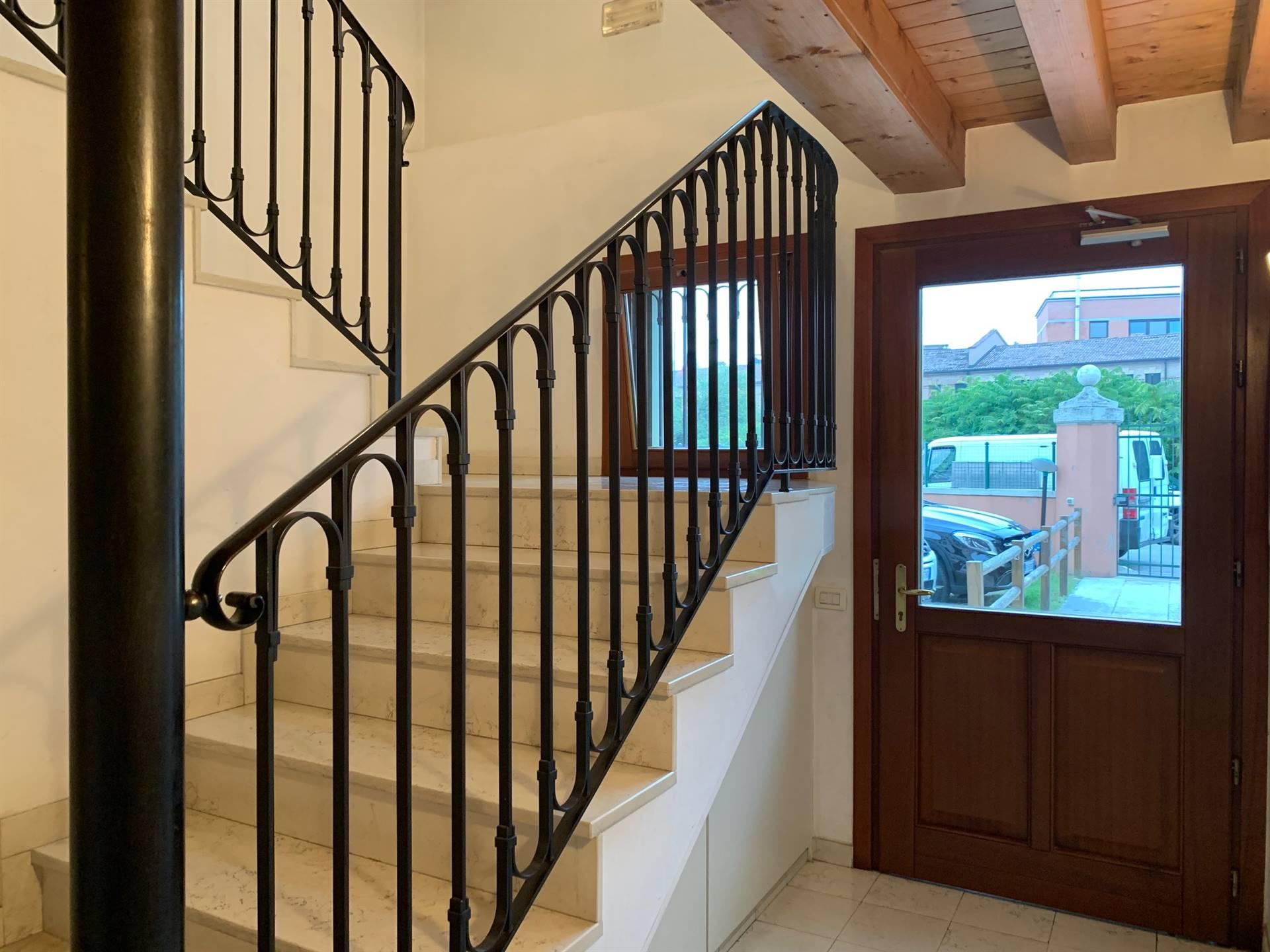 ingresso condominiale appartamento vendita Mestre