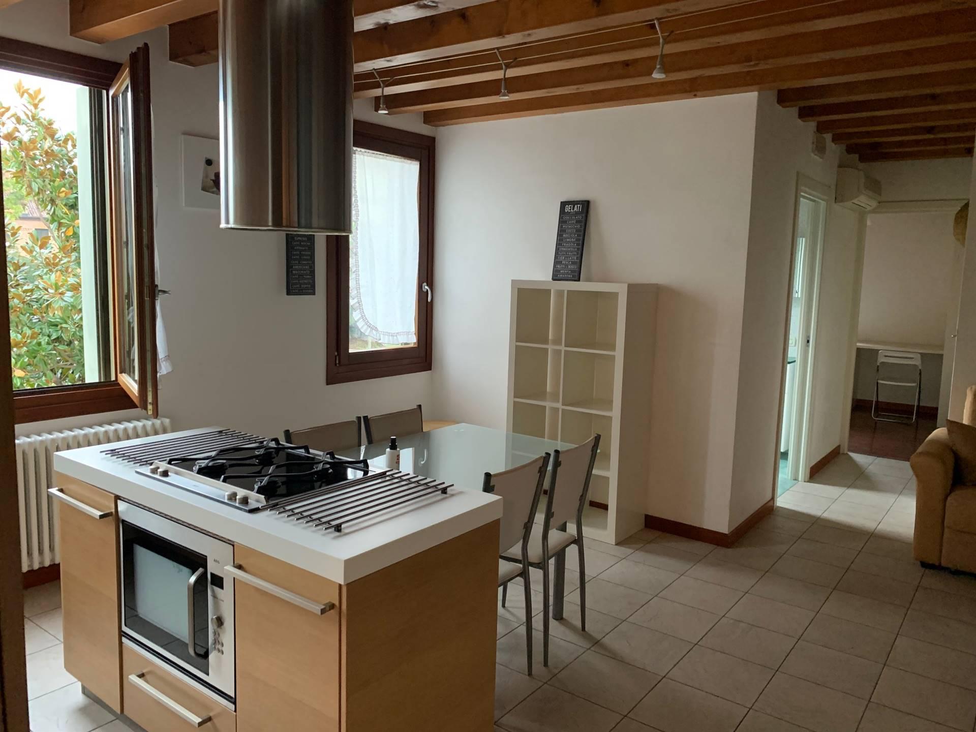 cucina appartamento travi vendita centro Mestre