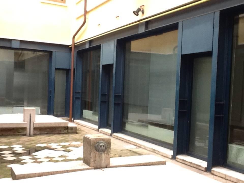 cortile interno ufficio di 390 mq. Mestre 3500 €