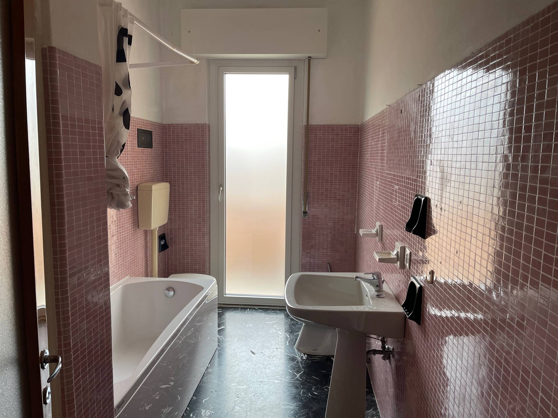 bagno con vasca appartamento affitto Mestre
