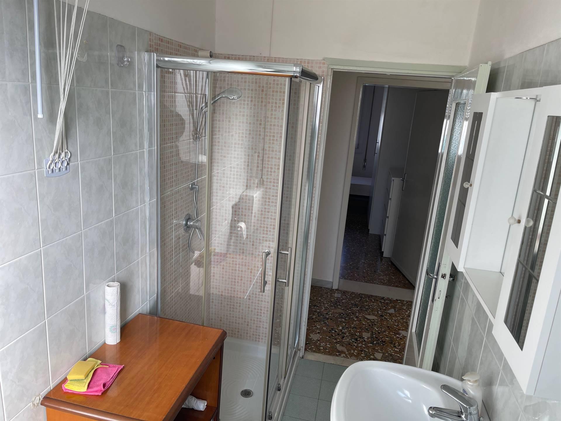 bagno con doccia finestrato Mestre