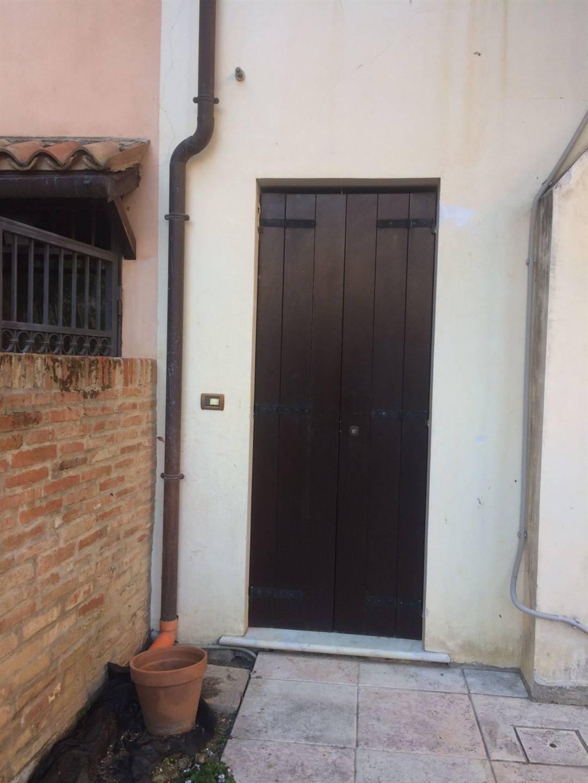 ingresso privato appartamento con 4 camere Mestre