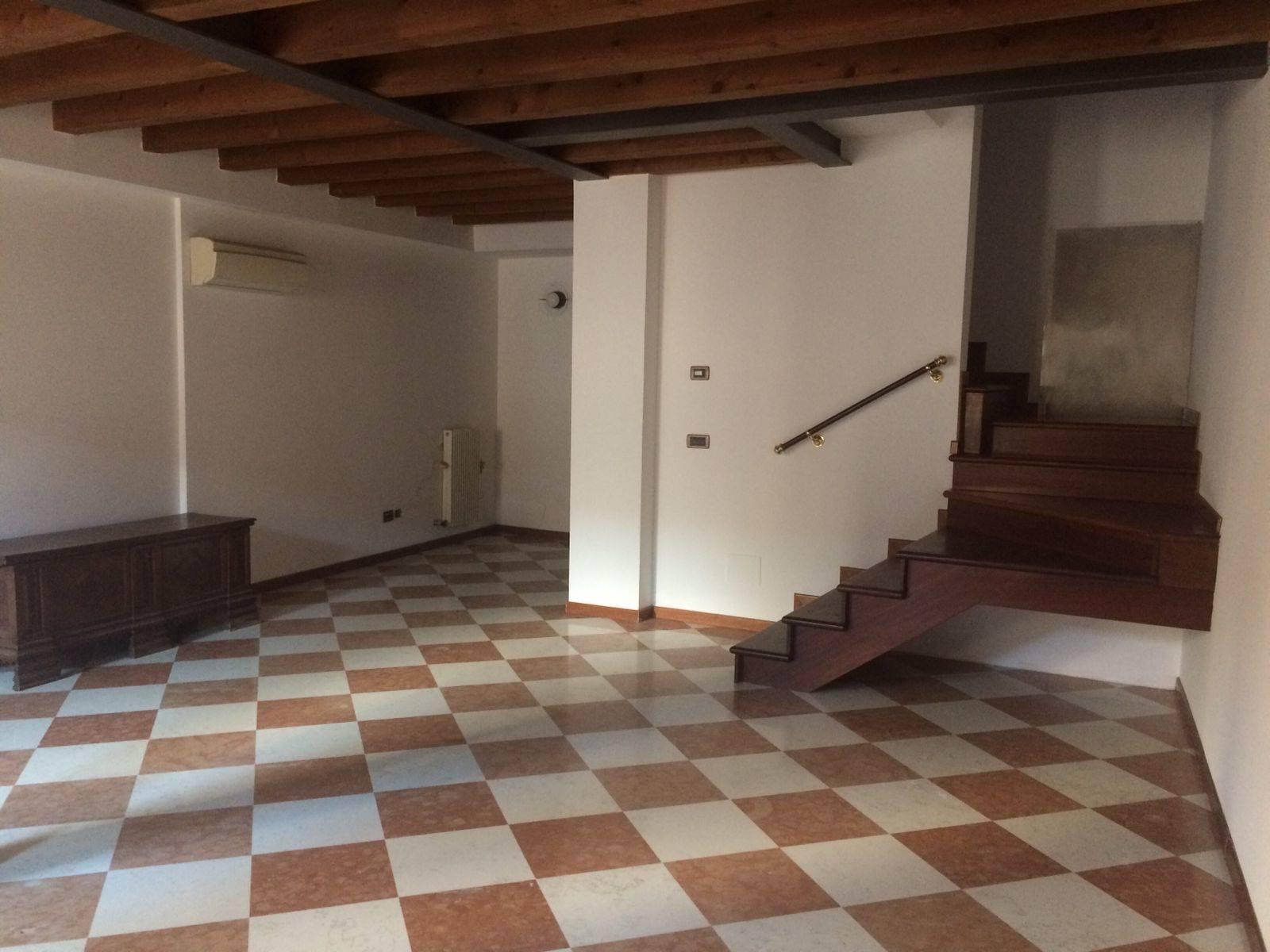 soggiorno ampio appartamento Mestre centro