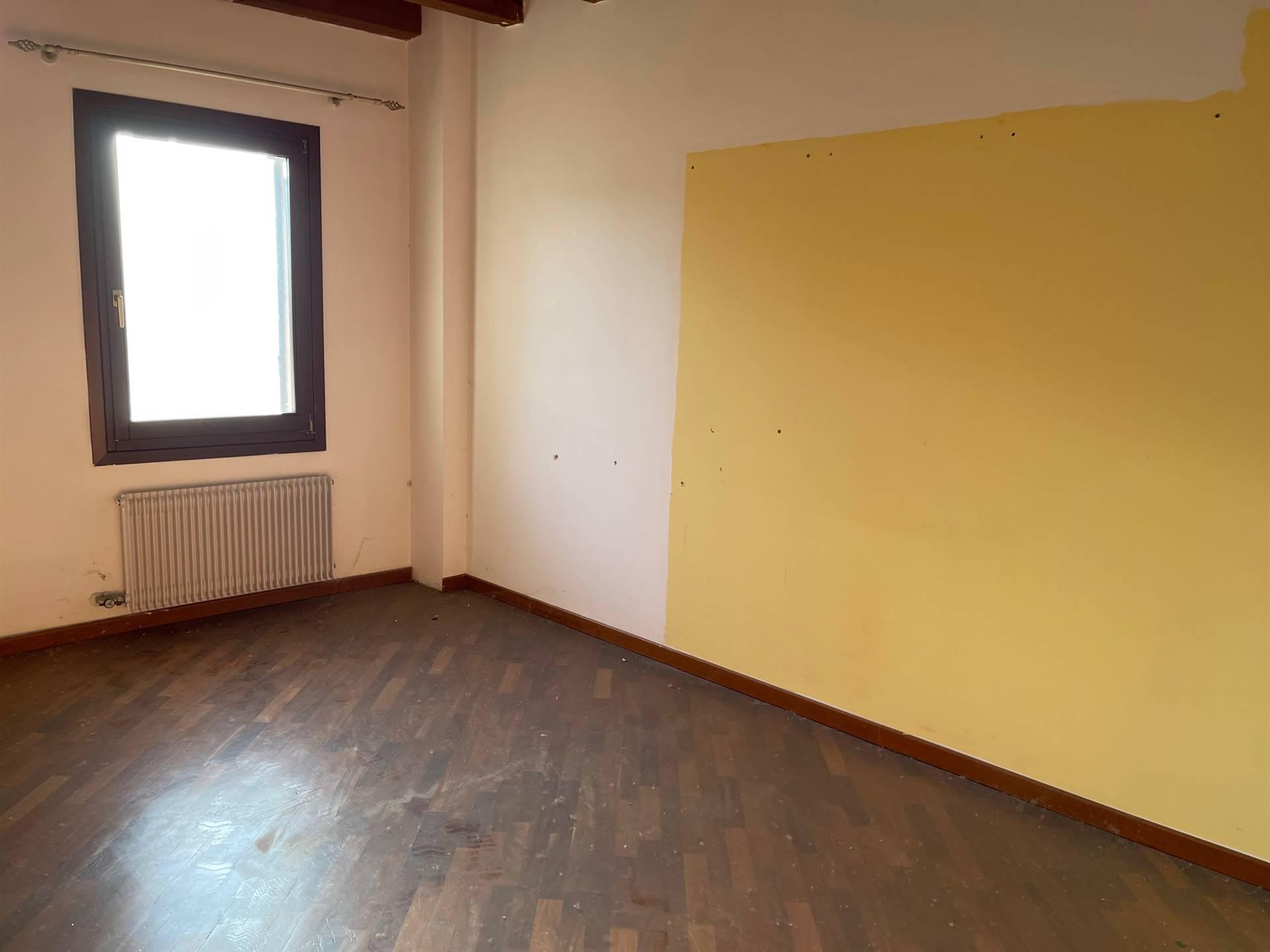 camera da letto Mestre centro affittasi euro 1500