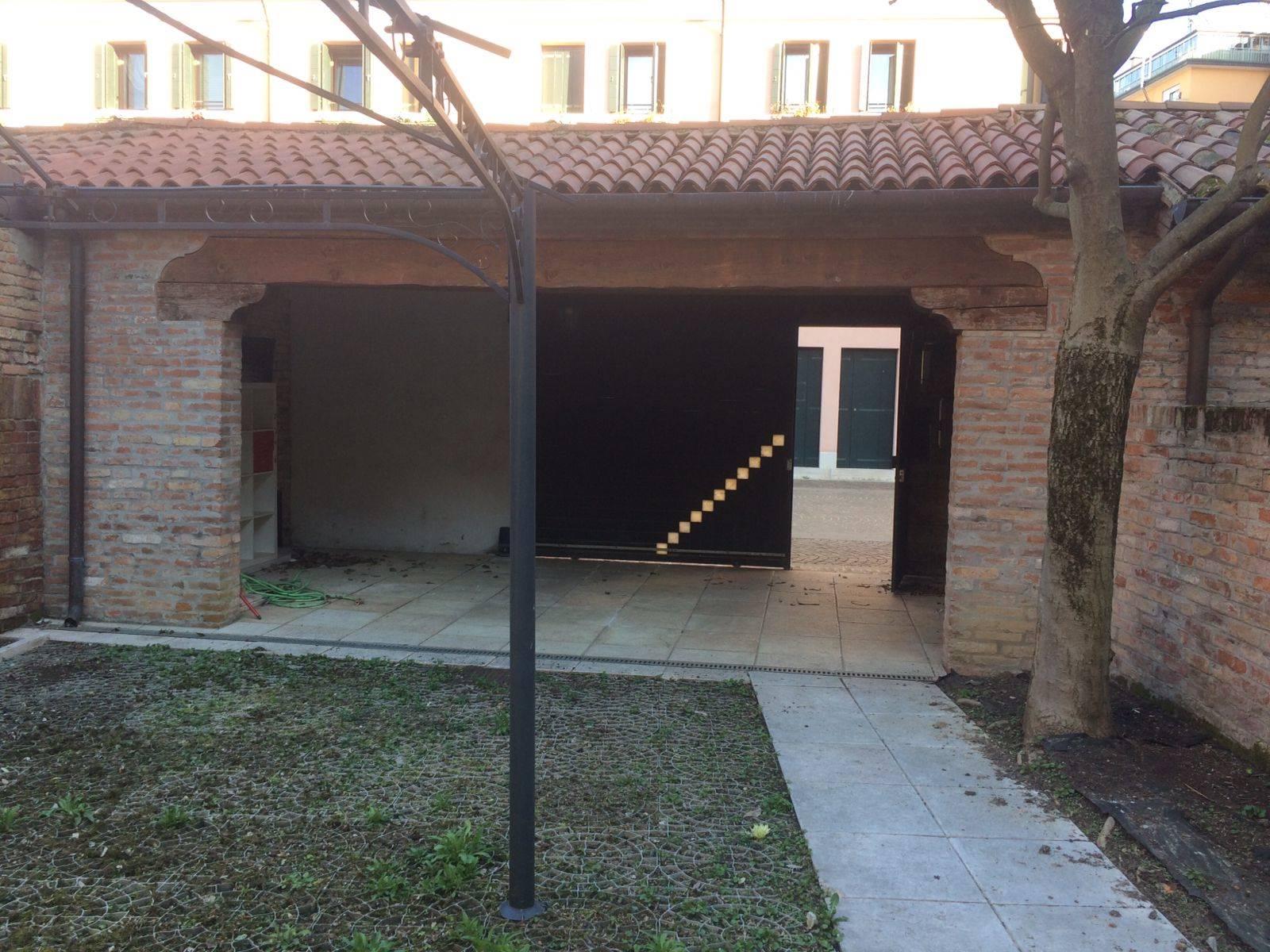 posti auto giardino privato Mestre centro € 1500