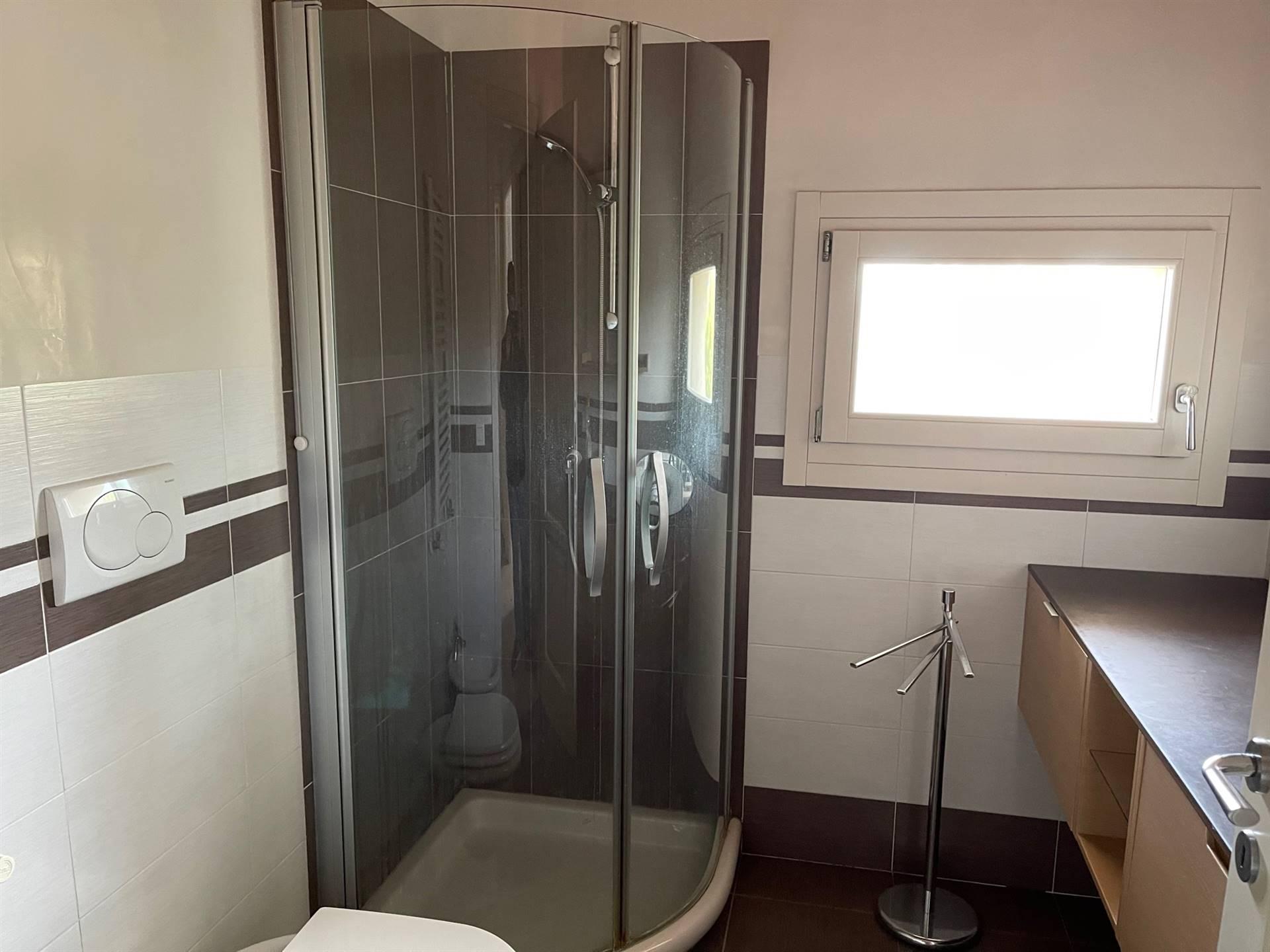 bagno con doccia in affitto Zelarino