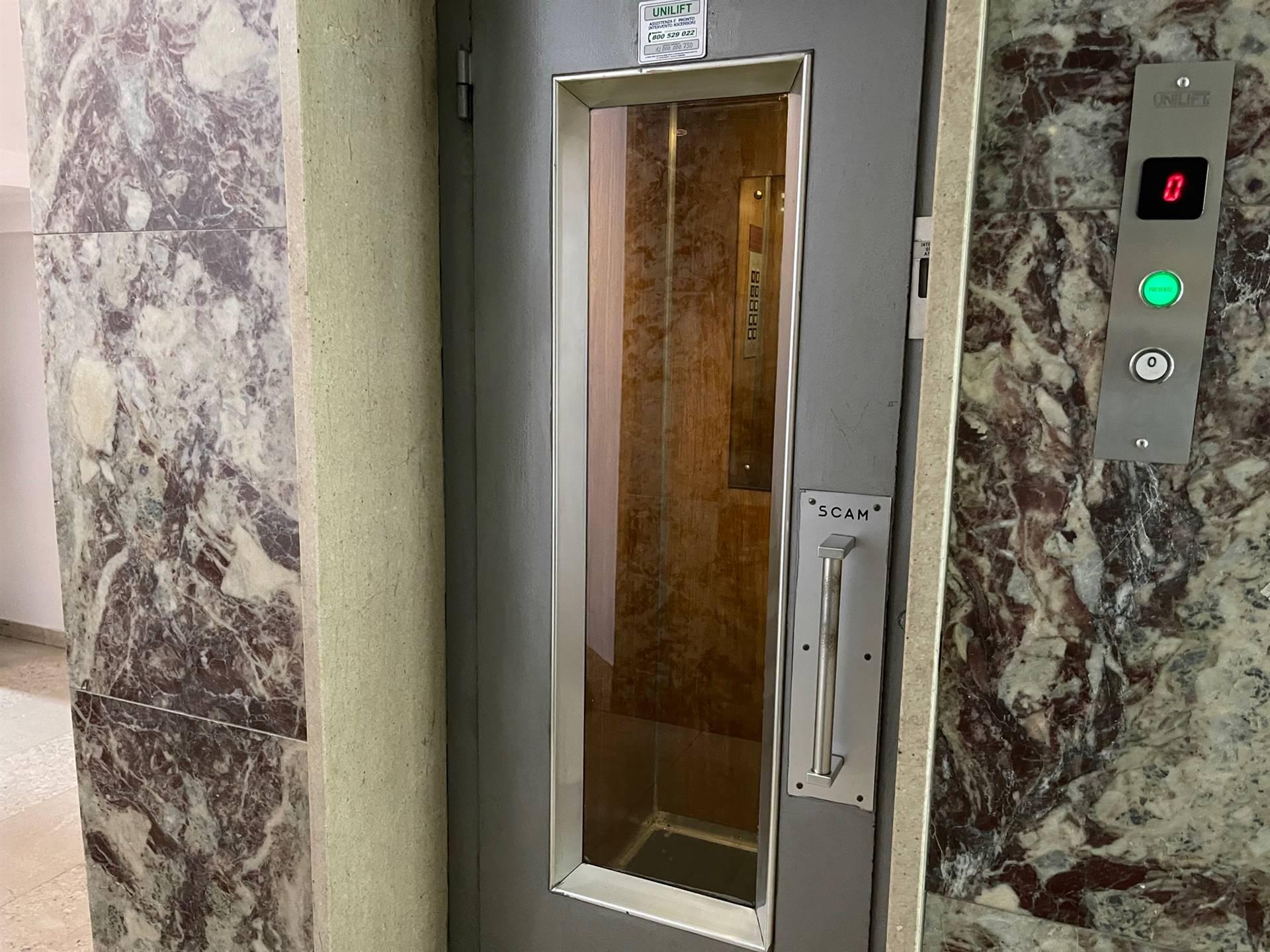 ascensore palazo signorile in vendita a Mestre ZTL