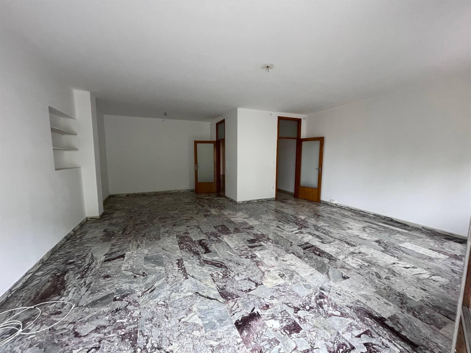 salone vendita appartamento in centro a Mestre