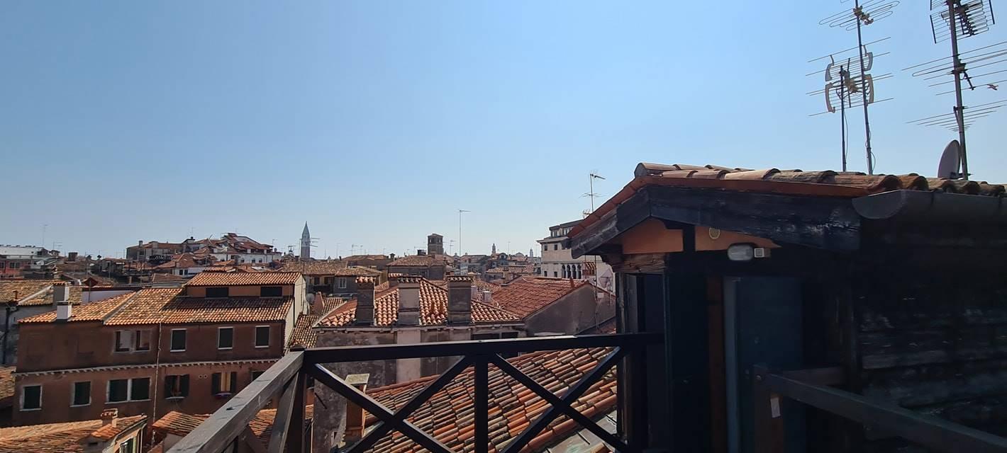 Venezia Cannaregio appartamento travato € 730000