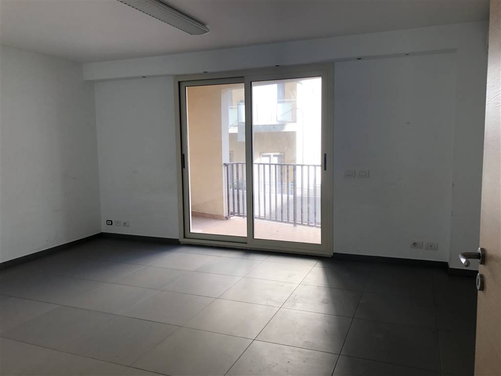 ARCHIMEDE, RAGUSA, Office for rent of 100 Sq. mt., Excellent Condition, Energetic class: G, placed at 2° on 5, composed by: 4 Rooms, 2 Bathrooms,
