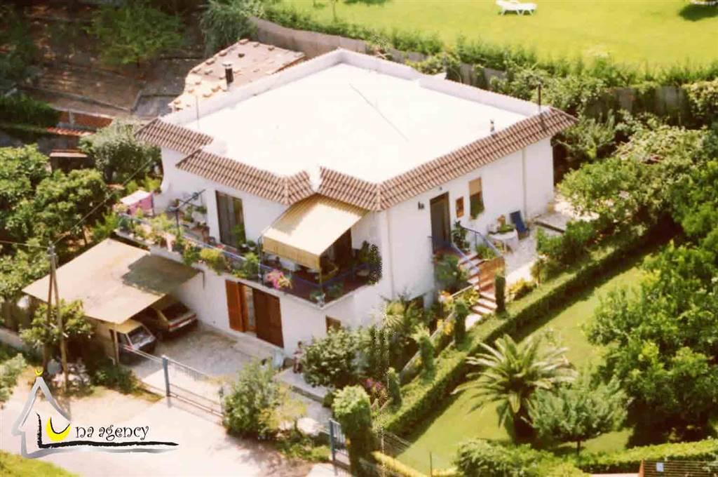 Villa, Sabaudia, da ristrutturare