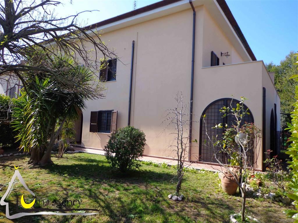 Villa, Sabaudia, in ottime condizioni