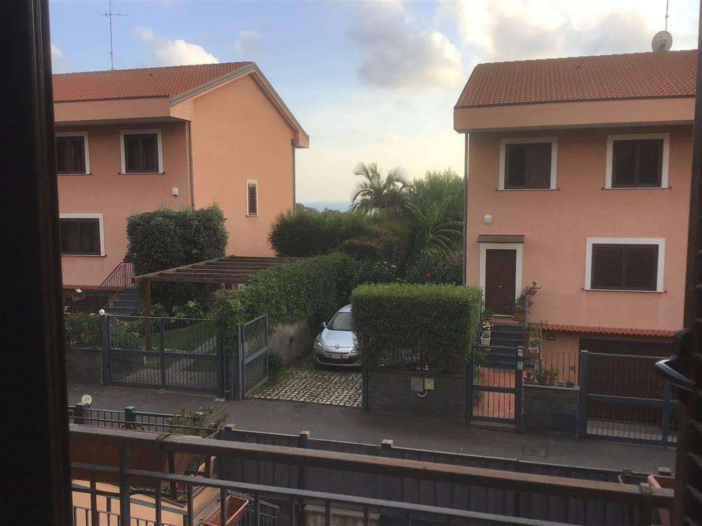 Villa a schieraaACI CASTELLO