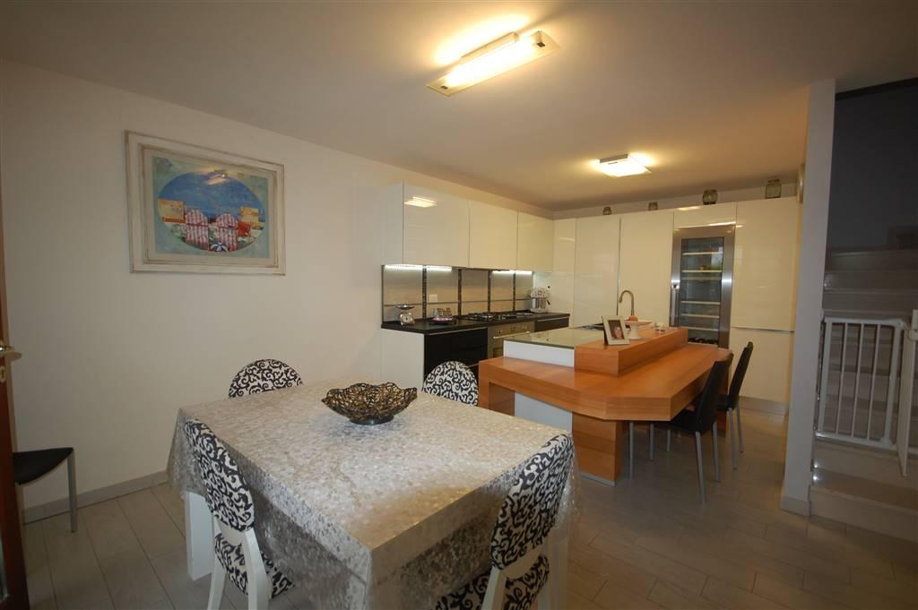 Villa a Schiera in vendita a San Mauro Pascoli, 6 locali, prezzo € 349.000 | CambioCasa.it