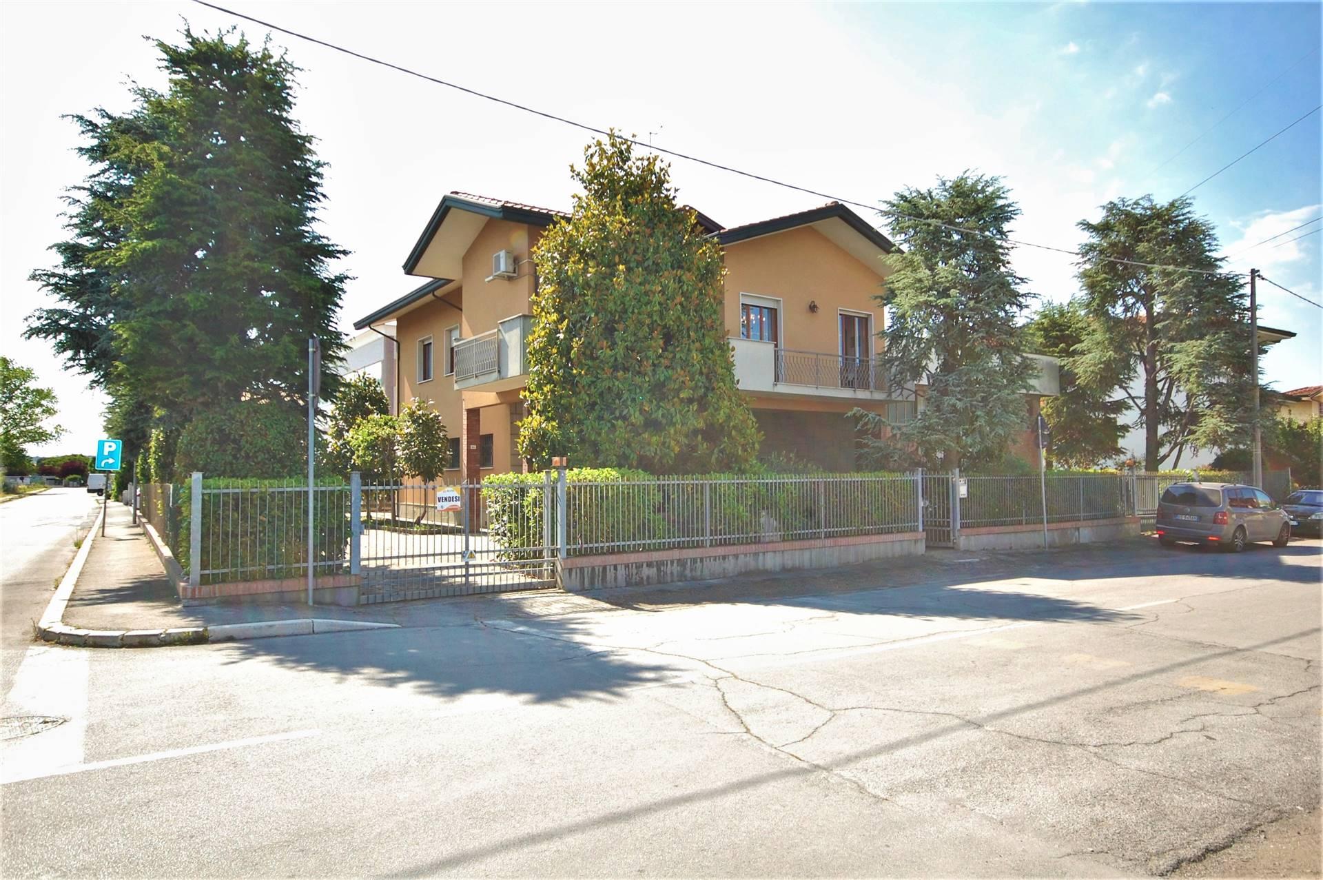 Capannone in vendita a Savignano sul Rubicone, 4 locali, prezzo € 400.000 | CambioCasa.it