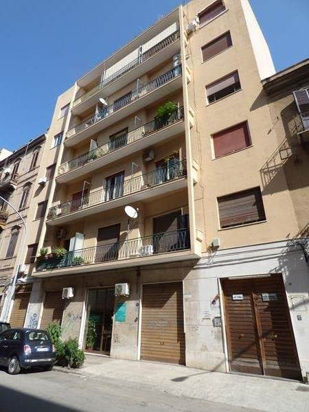 DANTE, PALERMO, Apartment for sale of 258 Sq. mt., Be restored, Heating Non-existent, Energetic class: G, Epi: 175 kwh/m2 year, placed at 5° on 6,