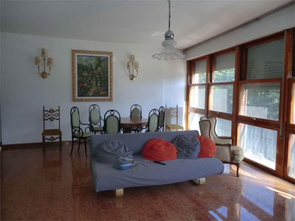 Appartamento in vendita a Firenze, 6 locali, zona Zona: 11 . Viali, prezzo € 500.000 | CambioCasa.it